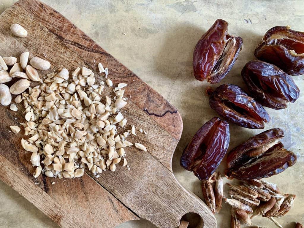 Datteln und Erdnüsse